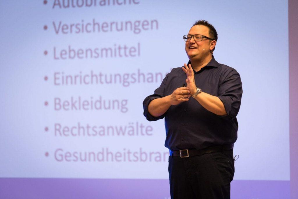 Hannes Katzenbeisser zeigt die Lösungen für alle Branchen