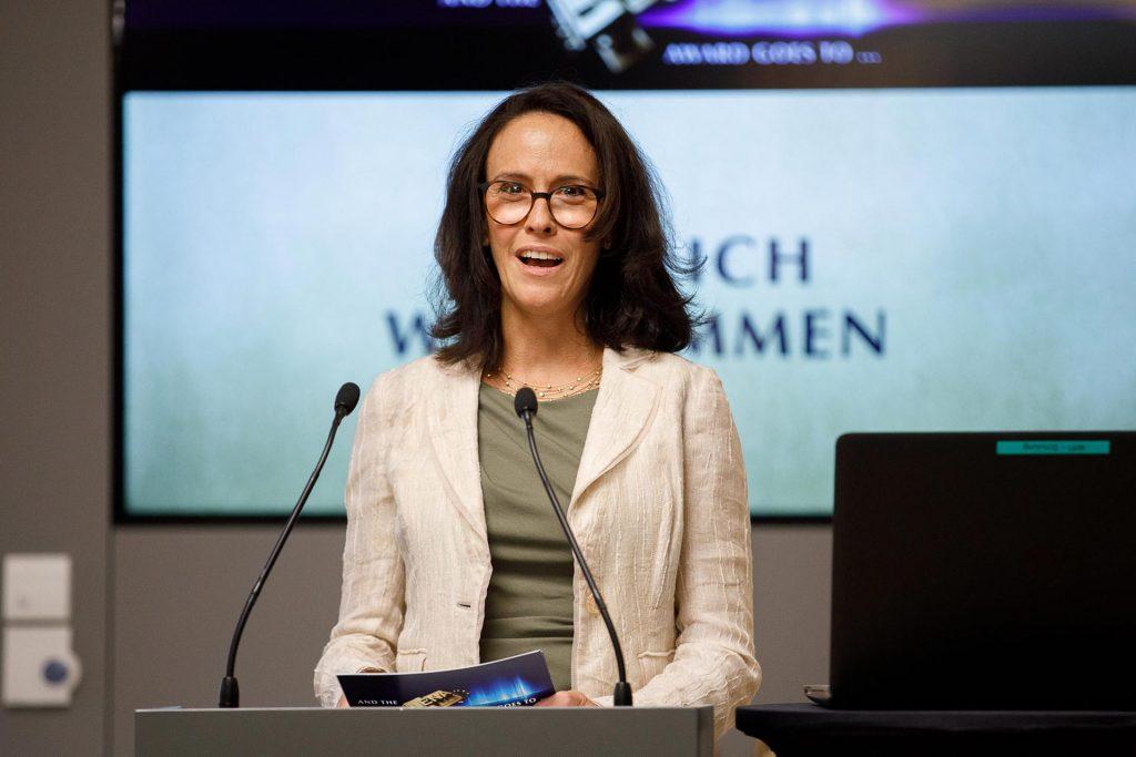 Laudatorin Dr. Kasia Greco beim LENA-Award